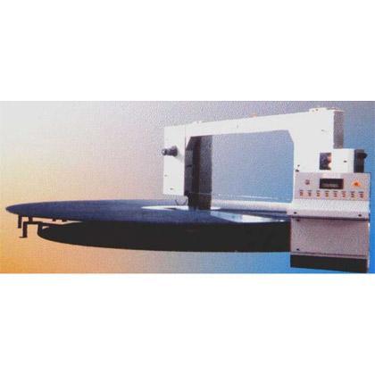 Máquina de gran producción con posibilidad de diferentes cortes y grosores, y visualización en todo momento de lo programado.