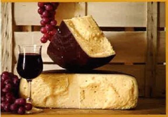 Formaggio invecchiato e affinato con vino rosso, sapore intenso, e dal profumo aromatico.
