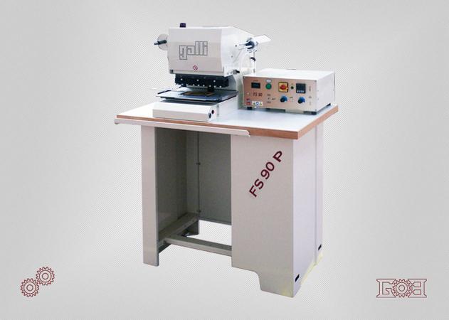Stampatrice/fustellatrice oleodinamica con tavola traslante automatica
