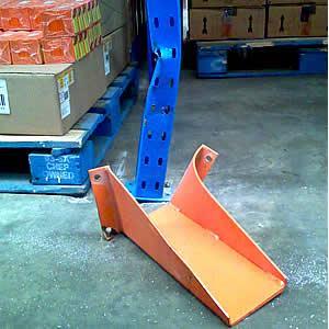 Servizio di verifica e certificazione di scaffalature metalliche per magazzino.