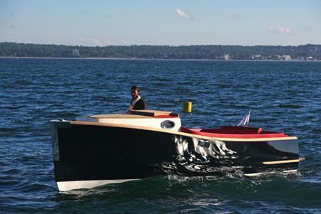 Nantucket est un dayboat très élégant destiné à une clientèle exigeante. Il est décliné en commuter et taxi.