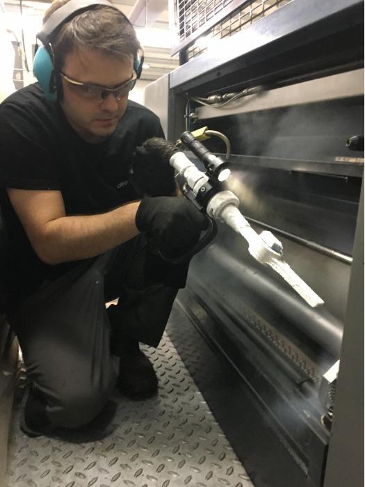 Dry ice cleaner