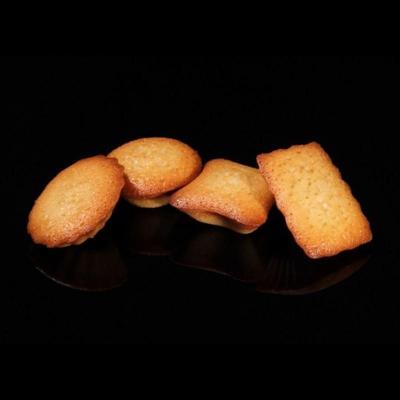 C'est la spécialité qui a fait le succès de la Maison du Biscuit. Une véritable et délicieuse pâte à financiers, pure amandes, moulée en forme de petits-fours variés, moelleux à souhait.