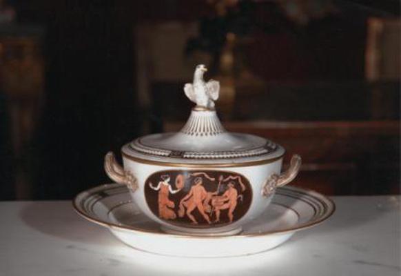Porcellane antiche Porcellana raffigurante soggetti etruschi. Fabrica Ferdinandea, secolo XVIII.