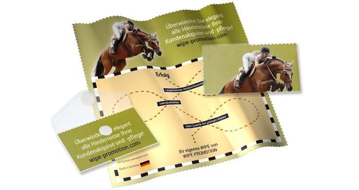 Beidseitig bedruckt, als Visitenkarte passend gefaltet für das Klarsichtetui. Wichtige Botschaften sind im Klarsichtetui sofort erkennbar, welches als Visitenkarte und Kundengeschenk überreicht wird.