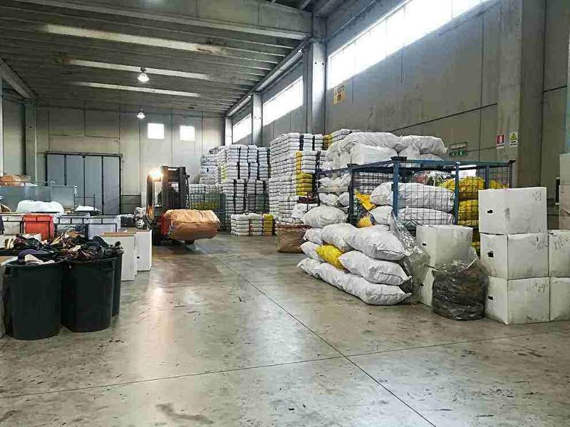 Loading the goods, Fratelli Mondola srl