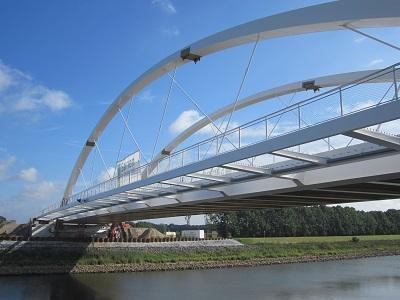 Bouw van een nieuwe boogbrug over het Twentekanaal te Zutphen (NL)