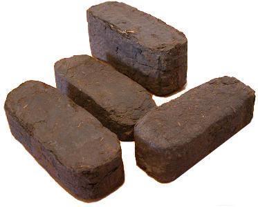 Торфяной брикет RUF    Зола – 9,3-14 % Влага – 12-18 % Сера – 0,16-0,4 % Летучие – 67,9 % Низшая теплота сгорания –4100 -  4298 ккал/кг, 17,1 - 17,99 мДж/кг
