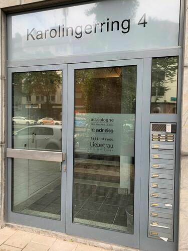 Eingang Karolingerring 4