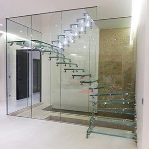 Garde corps en verre et Marches d'escalier en verre