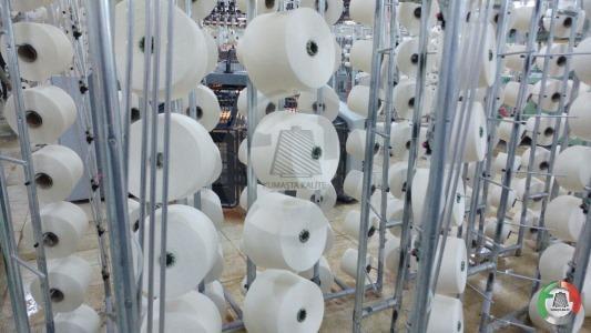 Feeded Yarns to Knitting Machine