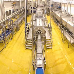 Logistik-, Lager- und Produktionsflächen müssen neben der mechanischen Abriebfestigkeit viele zusätzliche, branchenspezifische Anforderungen dauerhaft erfüllen.