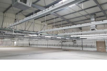 Disposition des canalis d'éclairage dans la salle de coupe de l'usine TLS groupe ZANIER sise à la zone industrielle d'essahline gouvernorat de Monastir Tunisie.