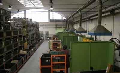 Il reparto saldatura è dotato di otto postazioni di saldatura robotizzata ad asse rotante e tre postazioni di saldatura manuale.