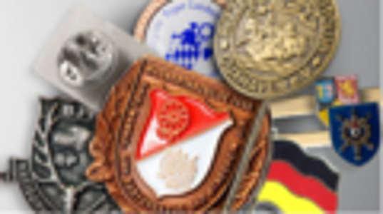 Anstecknadeln, Pins und Abzeichen