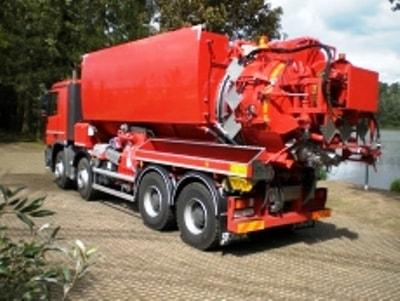 The STOKOTA group offers a wide range of waste transport vehicles in the sector of industrial and general cleaning.