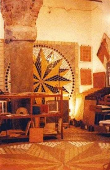 la rosa dei venti a 16 punta realizzata nello showroom di genova zona centro storico in un palazzo antico dal 1500