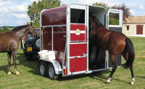 Pferdetransportanhänger