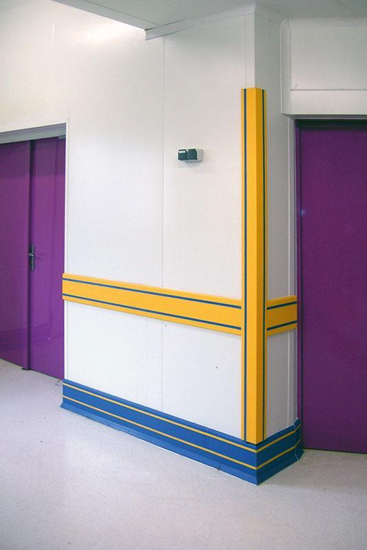Grâce aux protections vos locaux seront protégés de façon durable. En protection murale ou plinthes. Différents coloris vous permettrons de différencier des zones. D'une résistance accrue.