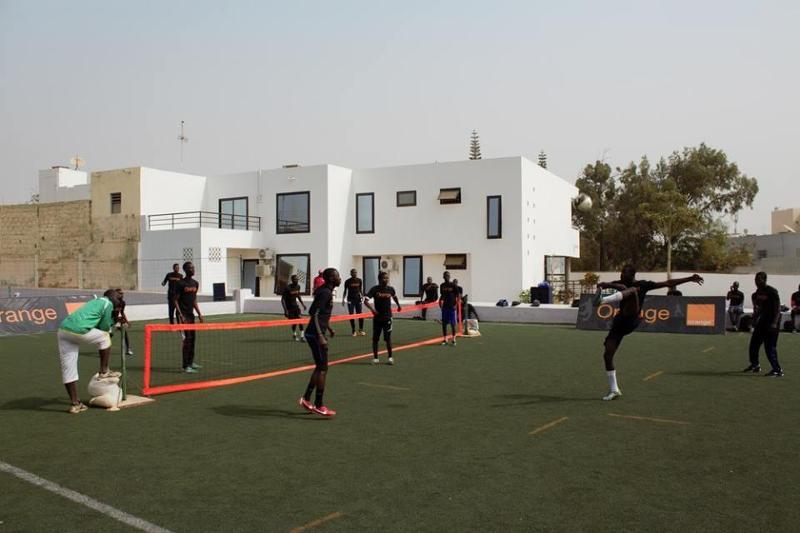 Construction d'un terrain de foot en synthétique sur Dakar au Sénégal avec PH7.