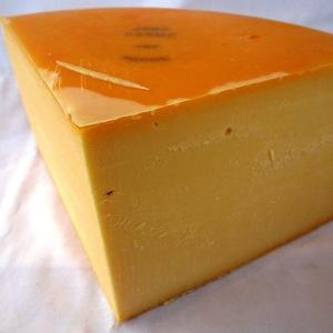 Gouda, Holländer, Naturgereifter Käse.  - Holl. Schnittkäse  - mindestens 48% Fett i. Tr.  - pasteurisierte Kuhmilch  - Reifezeit: ab 4 Wochen  - Naturgereift