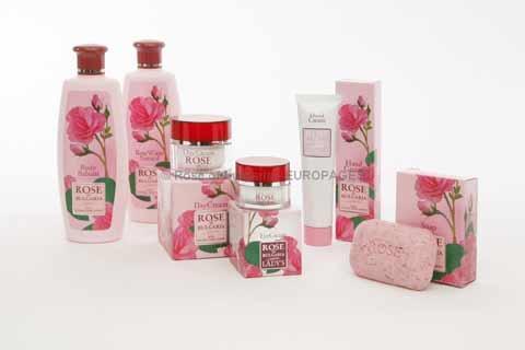 Crèmes de jour et de nuit, eau de rose, fabrication à partir d'eau de rose naturelle de rosa damascena (rose de Damas). Distillation naturelle à la vapeur du pétale de rose fraîchement récolté.