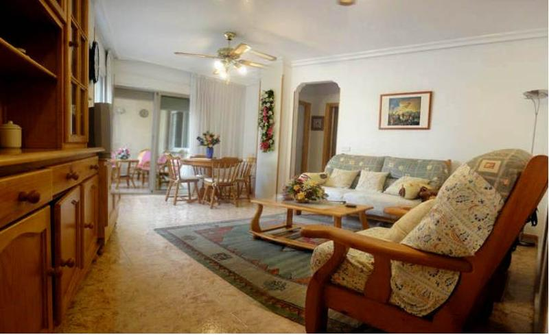 this is a nice apartment for people who want to live near the beach, the apartment is furnished with a terrace and garage.