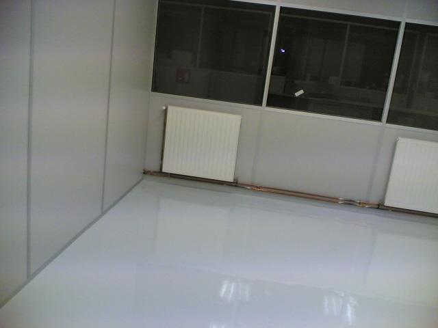Revêtement sol résine epoxy intérieur brillant rénovation