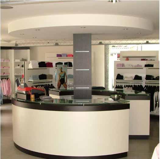 Montaggio banconi negozi e reception