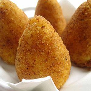 Produzione artigianale di arancini siciliani e di tutti i prodotti tipici dello street-food siciliano,nelle varianti al pistacchio,al salmone,al nero di seppia,al pesce spada,e altri su richiesta