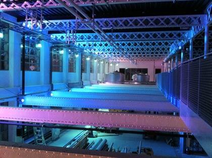 Eclairage décoratif sur un site de production