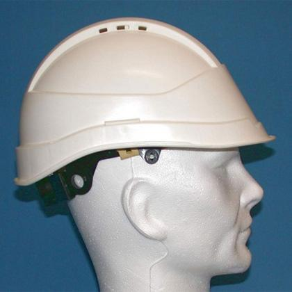 Casco de protección con visera corta o larga, destinado a diversos trabajos de construcción, públicos y del campo de la industria. (Modelo SIN VISERA: Casco Protector ideal para trabajos de altura).