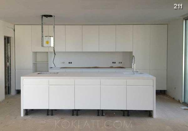 Kitchens and closets - Fabrication , Kitchens and closets .
