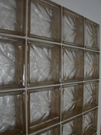 Okno z pustaków szklanych z pustaków szklanych 19x19x8 brązowych chmurka. Producent Glasspol.pl Maciej Załuski,