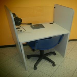 Single student desk with bulkhead and glass in front (cabine style) - Tavolo Studente con paratia e vetro (linguistico)