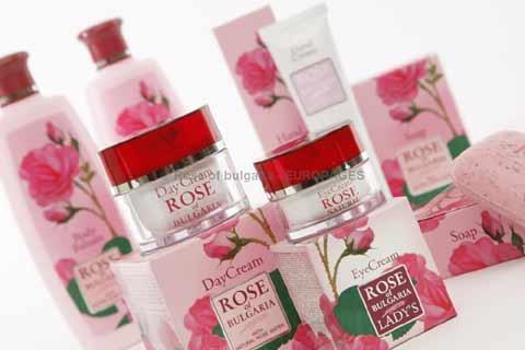 RBG PARIS ROSE OF BULGARIA conçoit et crée des parfums et des produits cosmétiques à la rose. Notre force est la qualité de l'huile de rose, rose Otto, huile de rose distillée à la vapeur.
