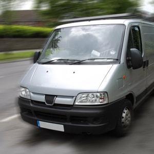 Transport express de plis et de colis en camionnette. Services en IDF pour professionnels.