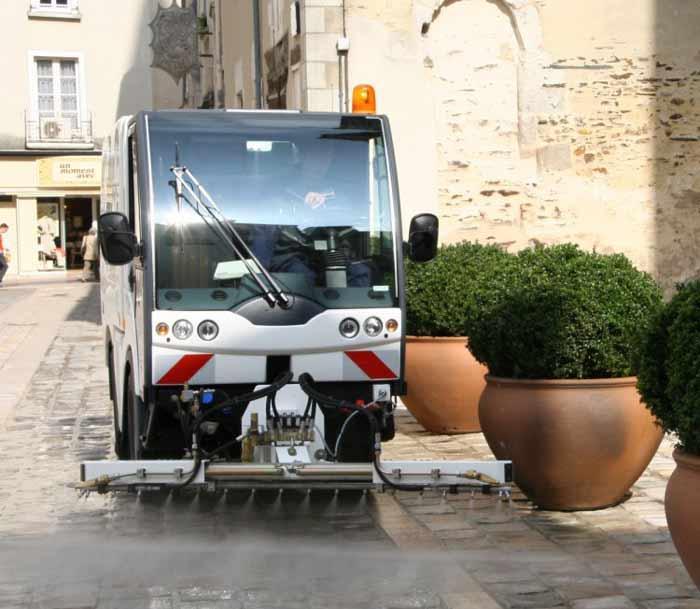 Laveuse compacte LC 860. Laveuse pour entretien centre ville et trottoirs. Laveuse pour nettoyage zones piétonnes ou pavées. Laveuse compacte système hydraulique pour nettoyage zones piétonnes, pavées