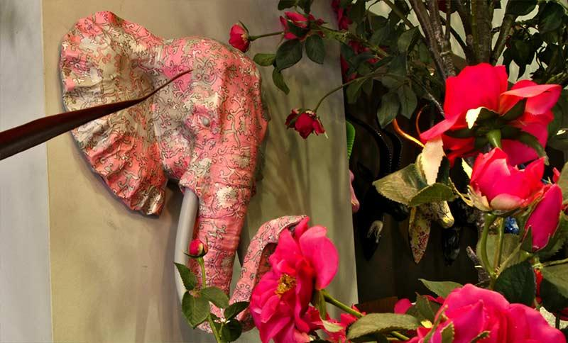decoración de jardín con cabeza de elefante