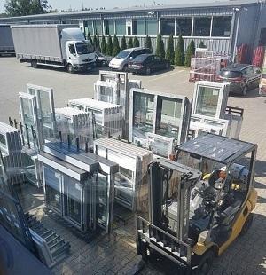 Nos fenêtres PVC sur mesure sont palettisées dans snotre usine avant expédition vers nos clients.Nos livrons des fenêtres PVC sur mesure dans toute l'Europe
