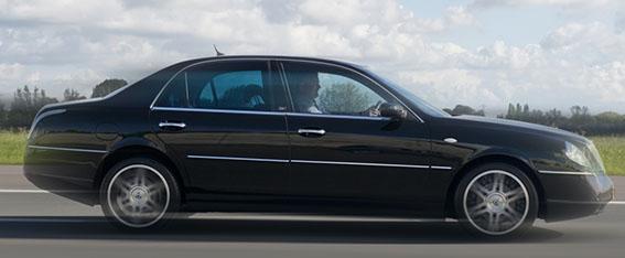 Vervoer van en naar Eindhoven Airport met een luxe Lancia Thesis
