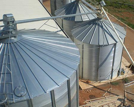 KAM's larger silos meet the demand for economic and high capacity storage. They are available in different sizes from 67m3 to 1345 m3.
