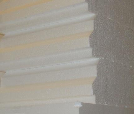 Venta y distribución de bobedillas de poliestireno expandido.