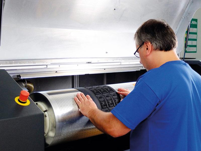 Laser engraving of elastomer plates