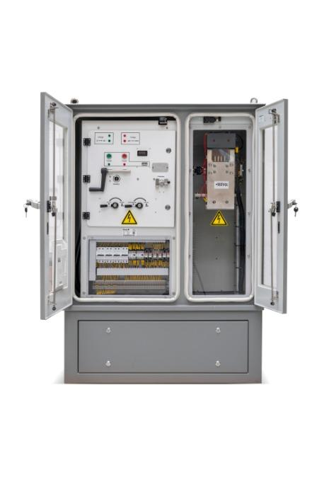 Rail way switch with cabinet - track side