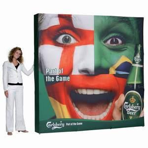 Stand parapluie HOP textile dès 549€, toile imprimée en sublimation non feu incluse.
