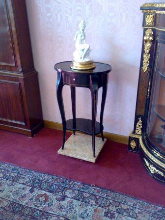 Tavolino Stile Luigi XV Mod. LIONE in ciliegio. Cassetto incastro a coda di rondine.  Laccato (colore su richiesta).