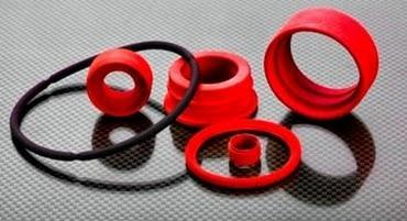 Bei der Herstellung werden auszugsweise EPDM, NBR, CR, HNBR, FPM / FKM (Viton ®) oder Silikon (LSR / HTV) verwendet.