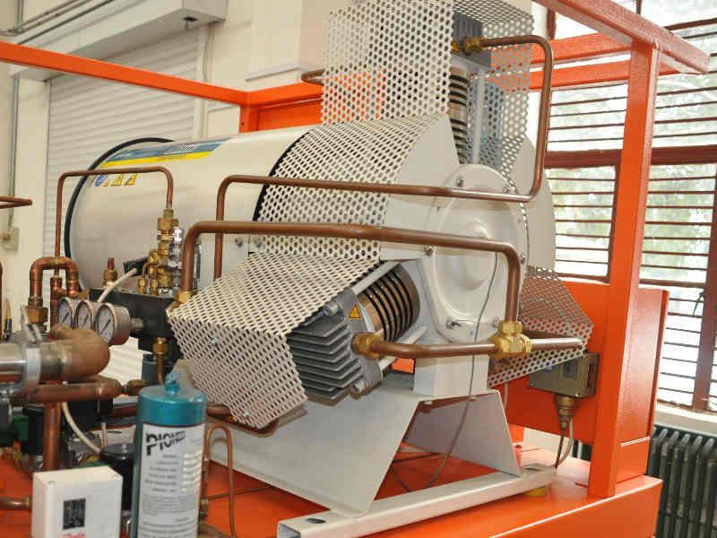 SF6 compressor. Oil-free and gas-tight piston compressor.