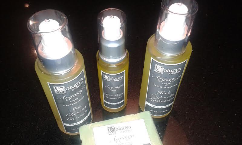 Entièrement pur & naturel, sans aucun additif chimique. Sérum visage, Huile de corps, soin cheveux et savonette. L'huile de graine de figue de Barbarie est l'anti-âge par excellence.T